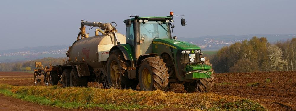 Freie Stellen in der Landwirtschaft - zum Beispiel Traktorist